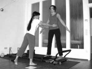 Personal Training Frankfurt im K50 Studio - Pilates Allegro Reformer adduction