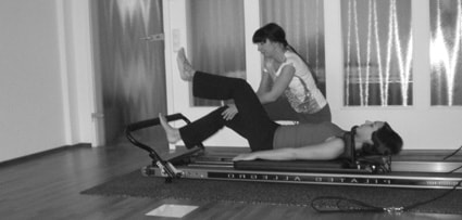 Pilates Frankfurt - Training im K50 Personal Training Studio auf dem Pilates Reformer - Übung single leg press